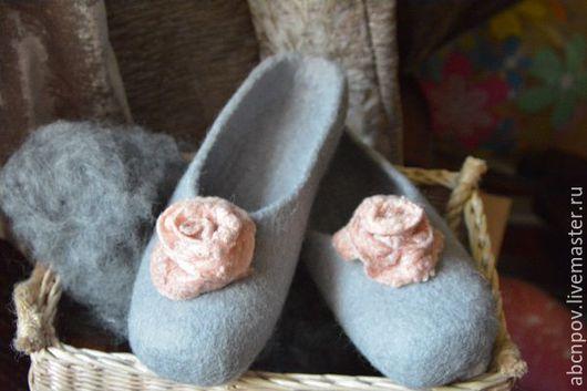 Обувь ручной работы. Ярмарка Мастеров - ручная работа. Купить Тапочки-балетки. Handmade. Белый, тапочки из войлока, волокна шёлка