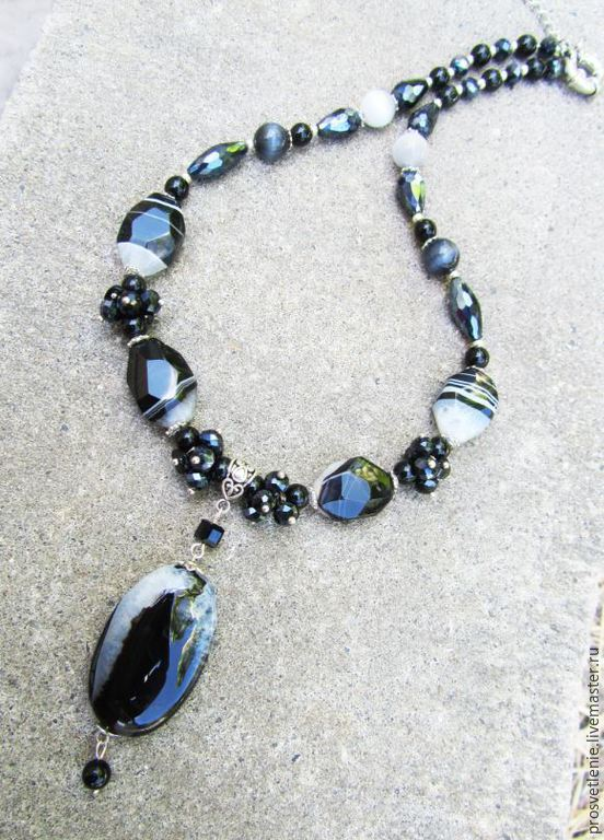 decoration from natural stones, necklace with natural stones elegant decoration, stylish necklace made of natural stones, original necklace, short necklace, elegant necklace made of natural stones dec