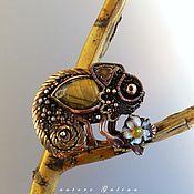 Брошь-булавка ручной работы. Ярмарка Мастеров - ручная работа Золотистый хамелеон брошь-кулон. Handmade.