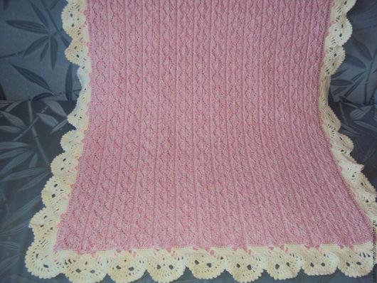 Пледы и одеяла ручной работы. Ярмарка Мастеров - ручная работа. Купить Вязанное детское одеяло на подкладке.Размер 74 х 96.. Handmade.