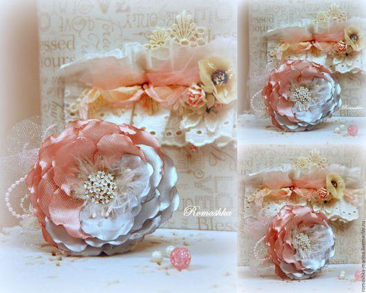 `Драгоценный цветок` - нежный цветок в постельных тонах. Он будет красиво дополнять образ как в виде броши,так и в виде украшения для волос.Работа Покусаевой Марины ()Romashka)