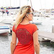 Одежда ручной работы. Ярмарка Мастеров - ручная работа Красная футболка с ажурной аппликацией на спине Размер М. Handmade.