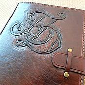 Канцелярские товары ручной работы. Ярмарка Мастеров - ручная работа Блокнот кожаный А5 премиум качества с тиснением Сова. Handmade.
