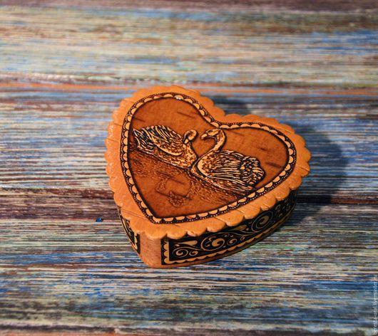 """Шкатулки ручной работы. Ярмарка Мастеров - ручная работа. Купить Шкатулка из бересты сердце """"Лебеди"""". Handmade. Береста, шкатулка для украшений"""