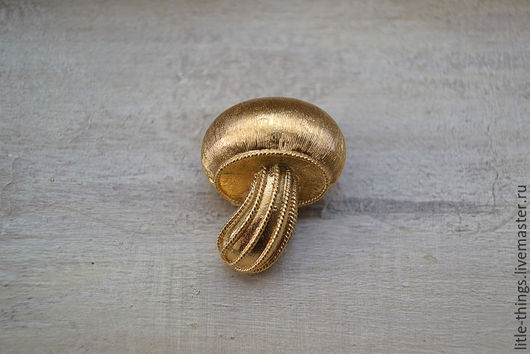 Винтажные украшения. Ярмарка Мастеров - ручная работа. Купить Винтажная брошь от TRIFARI. Handmade. Золотой, винтажный стиль, винтажная брошь