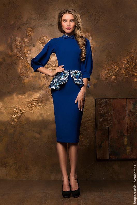 Платье футляр в Русском стиле, платье из натуральных тканей, ручная работа, платье с Павлопосадским платком. Сделано в Санкт-Петербурге.