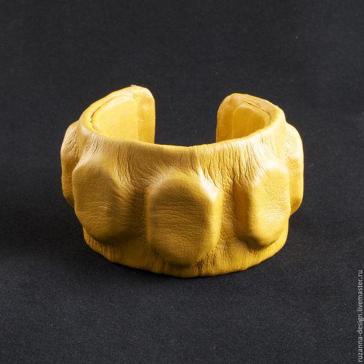 Браслеты ручной работы. Ярмарка Мастеров - ручная работа. Купить Яркий и стильный желтый кожаный браслет. Handmade. Желтый