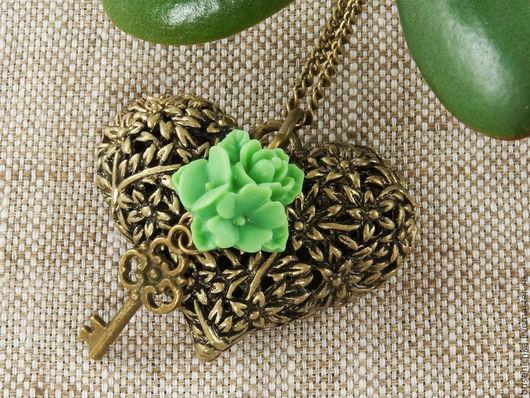 Кулоны, подвески ручной работы. Ярмарка Мастеров - ручная работа. Купить Подвеска Цветочное сердечко №5 (зеленый). Handmade.