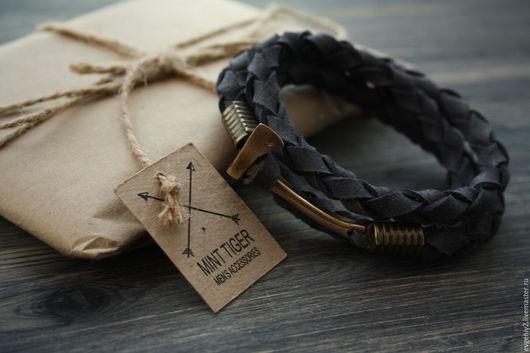 Украшения для мужчин, ручной работы. Ярмарка Мастеров - ручная работа. Купить Кожаный браслет с топором. Handmade. Тёмно-синий