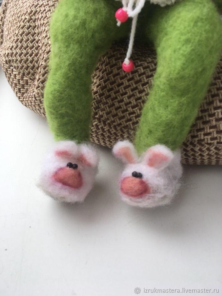картинка лягушка в костюме зайчика даже поздним вечером