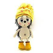 Куклы и игрушки ручной работы. Ярмарка Мастеров - ручная работа Интерьерная игрушка вязаная ёжик в жёлтых  ботиночках. Handmade.