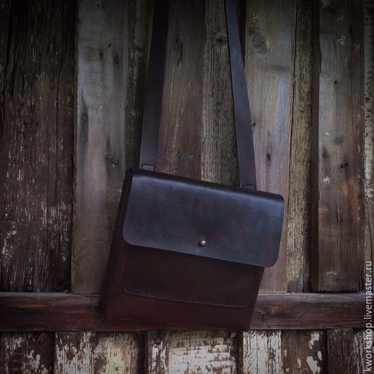 Мужские сумки ручной работы. Ярмарка Мастеров - ручная работа. Купить Небольшая наплечная сумка. Handmade. Коричневый, состаренный стиль