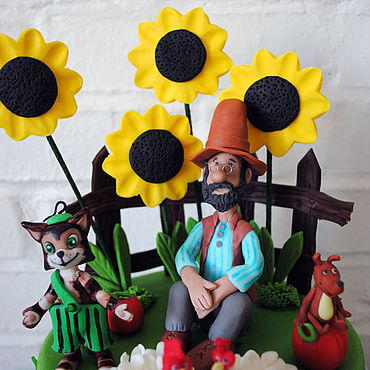 Сувениры и подарки ручной работы. Ярмарка Мастеров - ручная работа Финдус и Петсон – фигурки (топперы) на детский торт. Handmade.
