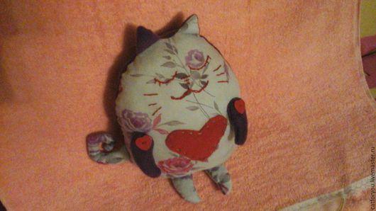 Игрушки животные, ручной работы. Ярмарка Мастеров - ручная работа. Купить Кот с сердцем. Handmade. Серый, кот, сердце