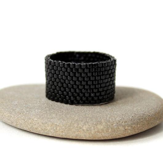 Кольца ручной работы. Ярмарка Мастеров - ручная работа. Купить Черное кольцо из бисера Стильное широкое кольцо Готика Минимализм. Handmade.