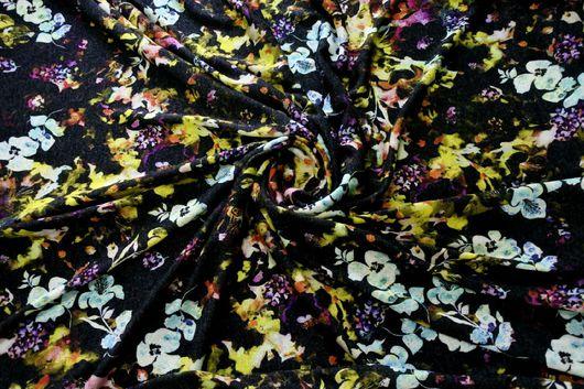 Шитье ручной работы. Ярмарка Мастеров - ручная работа. Купить Итальянский вязаный трикотаж - милые цветочки на черном фоне. Handmade.