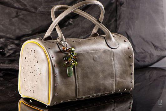 Женские сумки ручной работы. Ярмарка Мастеров - ручная работа. Купить сумка украшена брелком из натуральных камней. Handmade.