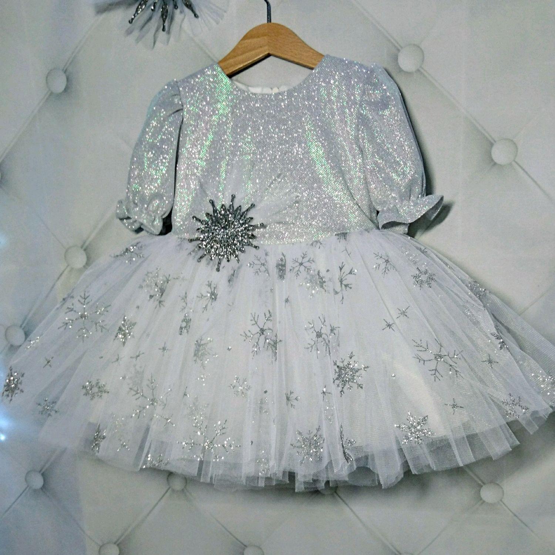 расшить платье мишурой с фото левом окне