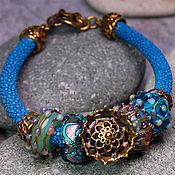 """Украшения ручной работы. Ярмарка Мастеров - ручная работа """"Тайна моря"""" уникальный браслет lampwork на коже ската. Handmade."""