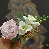 Композиции ручной работы. Ярмарка Мастеров - ручная работа Гребень с розой и фрезией из полимерной глины. Handmade.
