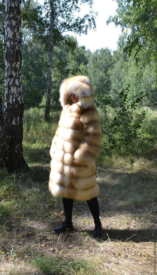 Верхняя одежда ручной работы. Ярмарка Мастеров - ручная работа. Купить Шуба с капюшоном из меха сибирской рыжей лисы. Поперечная раскладка.. Handmade.