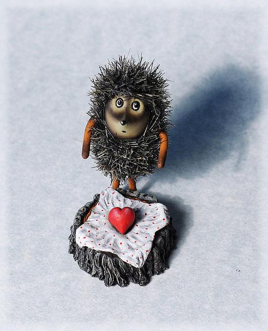 Миниатюра ручной работы. Ярмарка Мастеров - ручная работа. Купить Влюблённый ёжик. Handmade. День валентина 2012, влюбленный, эпоксидка