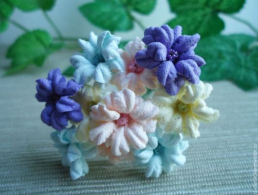 на фото: цветы из бумаги № 22(черника), № 2 (розовый), № 3 (лазурный), №13 (бледно-желтый)