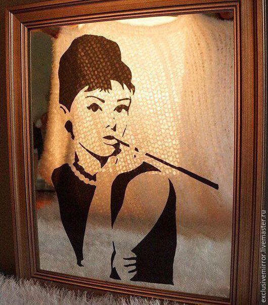 Зеркала ручной работы. Ярмарка Мастеров - ручная работа. Купить состаренное зеркало с изображением Одри Хепберн. Handmade. Серебряный