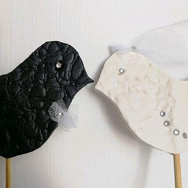 Свадебный салон ручной работы. Ярмарка Мастеров - ручная работа Птички для свадебного торта с орнаментом и хвостиками из бусин. Handmade.