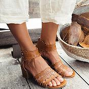 Seaside. Кружевные кожаные босоножки на невысоком каблуке.