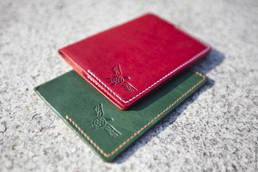 Обложки ручной работы. Ярмарка Мастеров - ручная работа. Купить Обложка для паспорта из кожи Horween. Handmade. Ярко-красный, horween
