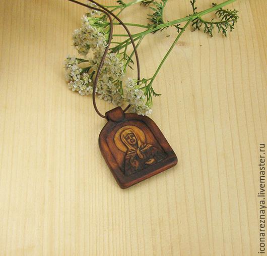 `Святая Матронушка Московская` - нательный образок-икона из кипариса