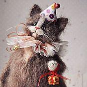 Мягкие игрушки ручной работы. Ярмарка Мастеров - ручная работа Кто котика на праздник пригласит. Handmade.