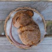 Куклы и игрушки ручной работы. Ярмарка Мастеров - ручная работа Спящий мышонок (игрушка валяная). Handmade.