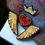 """Комплект брошей   """"Крылья (золотые)  """" ручная вышивка ."""
