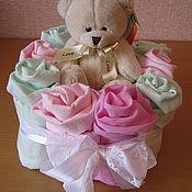 Подарки к праздникам ручной работы. Ярмарка Мастеров - ручная работа Тортик из пеленок для новорожденного. Handmade.