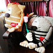 """Для дома и интерьера ручной работы. Ярмарка Мастеров - ручная работа Вязаные подушки """"Влюбленные  Коты-2"""". Handmade."""