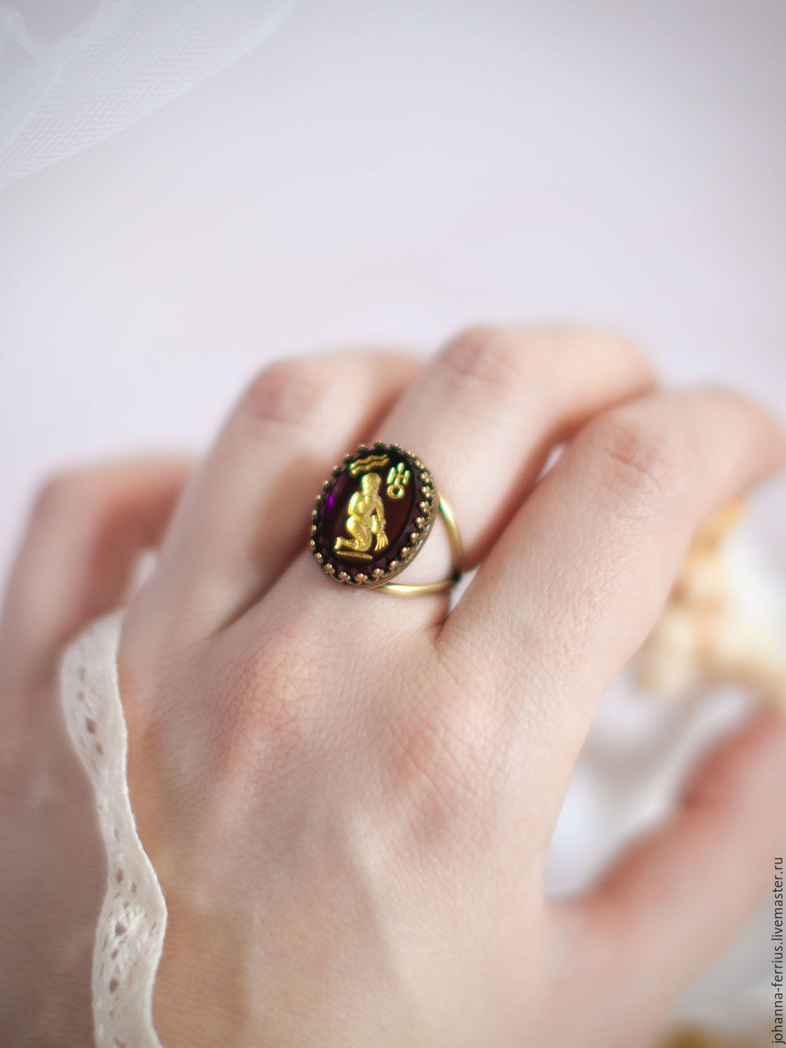 black sarah rose reversible flower this an vintage image flip heirloom the rings cabochon green of coventry finds ring is