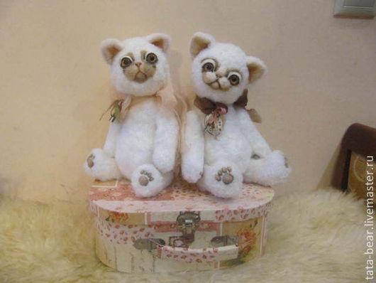 Мишки Тедди ручной работы. Ярмарка Мастеров - ручная работа. Купить Вязанная интерьерная игрушка коты. Handmade. Белый, пушистый