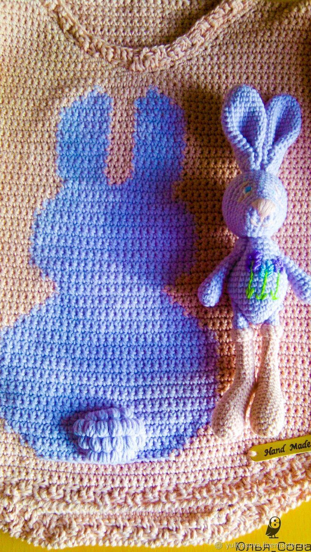 Свитерок джемпер хлопковый с игрушкой зайкой вязаный крючком
