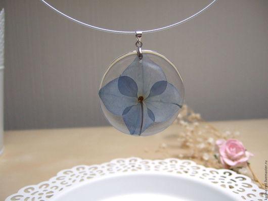 купить прозрачный кулон с настоящими цветами украшения кулоны фото эпоксидная смола купить подарок интернет магазин подарков украшений Crystal resin эко кулон с голубой гортензией цветок