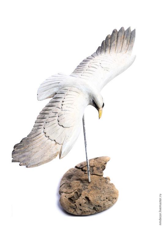 """Статуэтки ручной работы. Ярмарка Мастеров - ручная работа. Купить Деревянная птица на подставке """"Орел"""". Handmade. Серый, птица, крылья"""