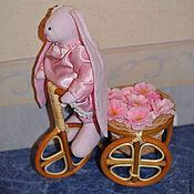 Подарки к праздникам ручной работы. Ярмарка Мастеров - ручная работа Корзинки с искусственными цветами и одеждой для малышей. Handmade.