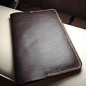 Сумки и аксессуары ручной работы. Ярмарка Мастеров - ручная работа Кожаная обложка для паспорта. Handmade.