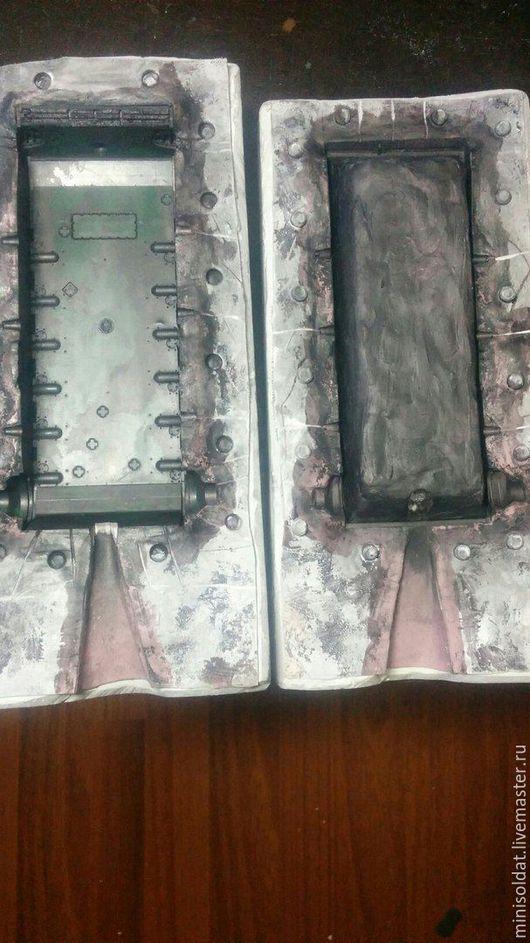 Корпус оловянного танка   Гипсовая форма со слоем резины .