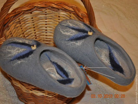 """Обувь ручной работы. Ярмарка Мастеров - ручная работа. Купить Валяные тапочки """"Гжельские мотивы"""". Handmade. Домашние тапочки, серый"""