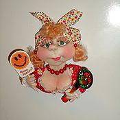 Куклы и игрушки ручной работы. Ярмарка Мастеров - ручная работа Кукла - магнит на холодильник. Handmade.