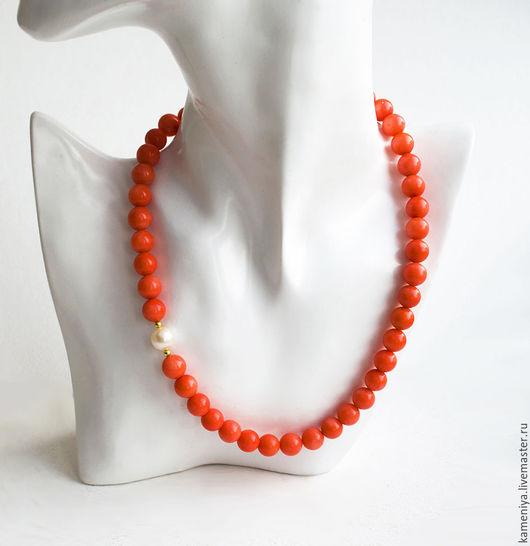 Колье, бусы ручной работы. Ярмарка Мастеров - ручная работа. Купить Ожерелье из лососевого коралла и жемчуга с позолоченным серебром. Handmade.