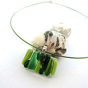 Украшения ручной работы. Ярмарка Мастеров - ручная работа Маленький зеленый кулон из стекла на чокере. Handmade.