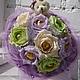 Ручной букет из конфет с игрушкой. Нежный букет из роз с конфетной серединкой и милым медвежонком. prezent Россия, Москва